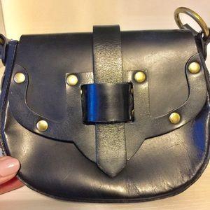 Michael Kors Black leather shoulder bag.